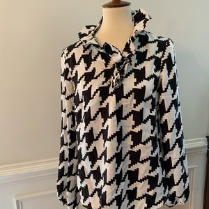 Elizabeth McKay - houndstooth Silk Top in Size 10